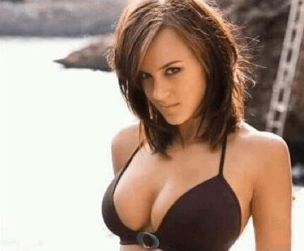 Attractive women Nude Photos 22