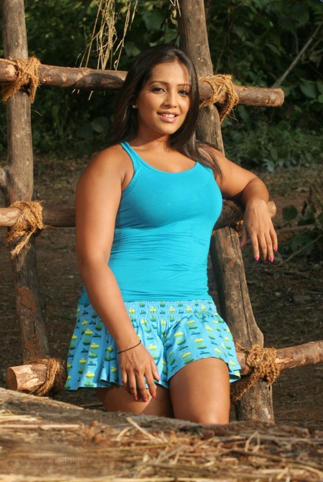 Meghna Naidu Nude Photos 3