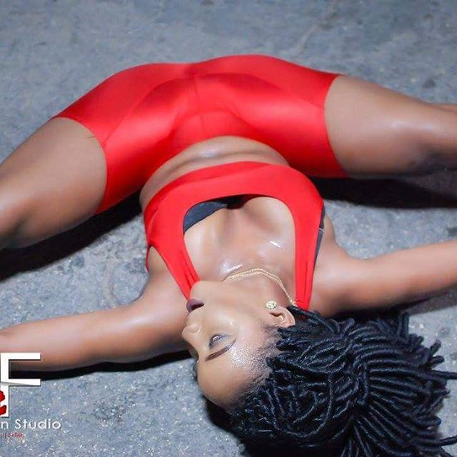 @veefashionstudios 💯💯💯💯💯💯💯 a di real deal 👏👏👏👏 book dem fi yu party, dinner or photo shoot now 💸💸💸