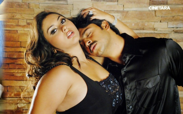 http://cinetara.com/photos?s=Namitha