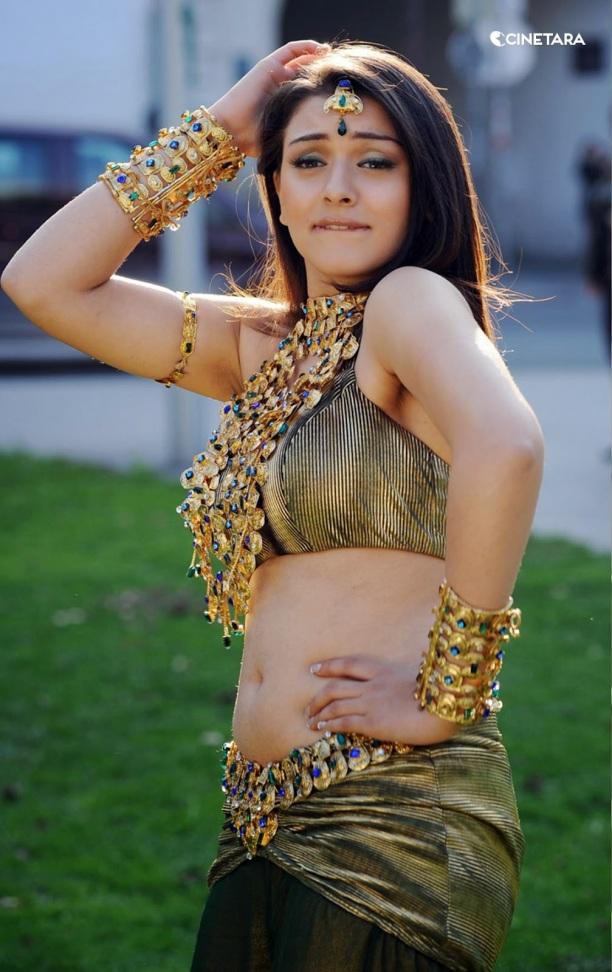 http://cinetara.com/photos?s=Hansika