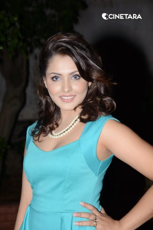 http://cinetara.com/photos/actress/madhu-shalini/