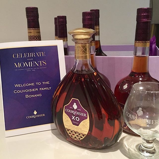 .....it's gonna be a great year!!! 💃🏼🍷.... Can't wait!! Thank you @csa.global & @courvoisiercognac.... #CelebrateYourMoments #passthecourvoisier