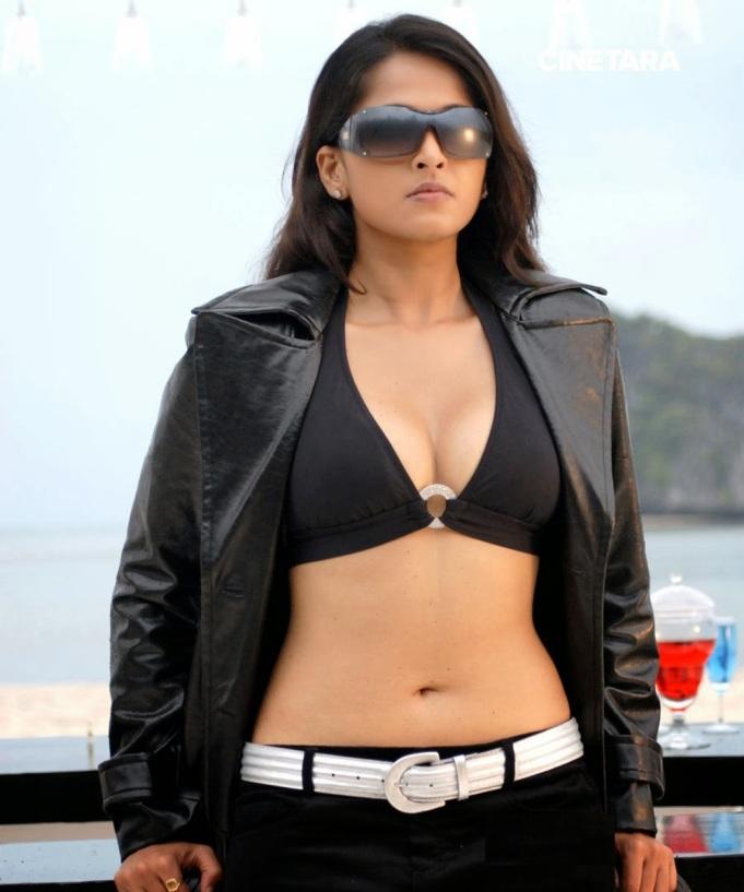 http://cinetara.com/photos?s=anushka