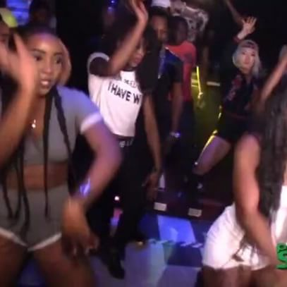 When @dhq_nickeisha new dance drop last night everybody a try off a it #zuluwine #zulu 👐👐👐👐👐🔥