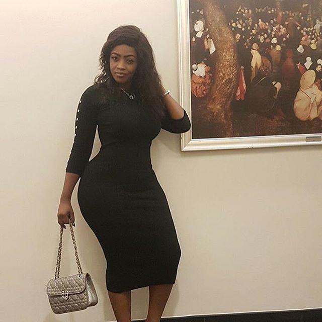 Queens Have Curves @lilianlarkaigh @lilianlarkaigh @lilianlarkaigh @lilianlarkaigh #curvyqueens #curvyafricans #igers #curvywomen #viral