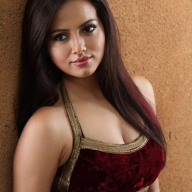 #cute #perfectbody #HotGirls #photography #indianhotgirls #darkhair