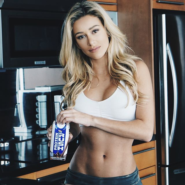 Obsessing over these @vpx_sports protein shakes. Perfect for when I'm on the go and don't have time to make one or just because it's so tasty👅 #chocolatefreak