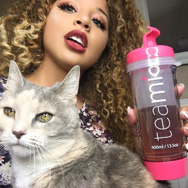 "Why does my cat always feel the need to be included? I'm trying to cleanse and detox with my @teamiblends and she's like ""bihh me too."" 😹 use my code JADAH10 to start 💖 #thankyouteami"