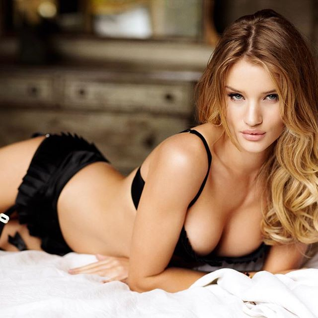 Rosie Huntington-Whiteley #rosiehuntingtonwhiteleysc #rosiehuntingtonwhiteley #sexy #celebrity #hot #model #beautiful #beauty #lingerie