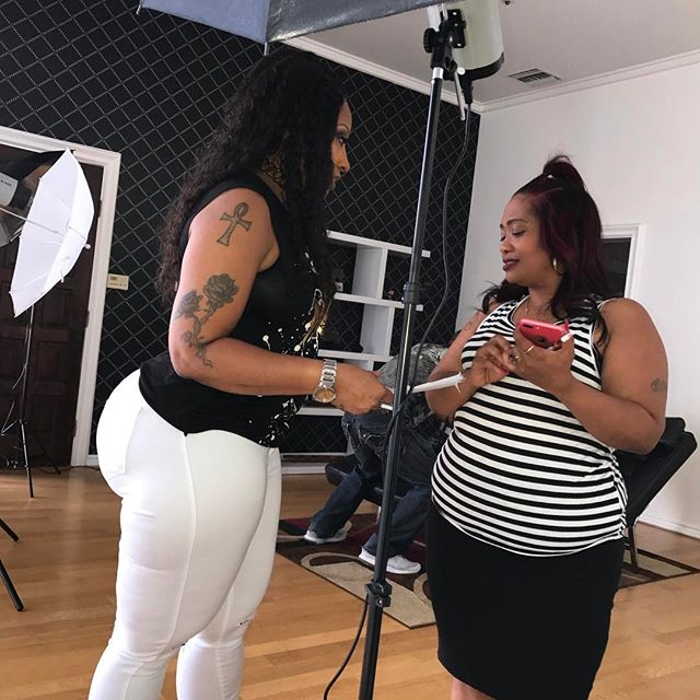 About yesterday shoot Cherokeedass.com and Cherokeesfetishes.com talking to my assistant/BFF @nea_bailey  go follow her!!! Cherokeedass.com Cherokeesfetishes.com Clubcherokeedass!!! Clubcherokeedass.com Clubcherokeedass.com!! #teamdass #natural #teamdass #curves #cherokeedass #cherokeesfetishes #sandals #cherokeedass #meanasscuff #cuffingseason #cuffing #thickness #glasses #nofilter #cherokeedass #clubcherokeedass #dass #hips