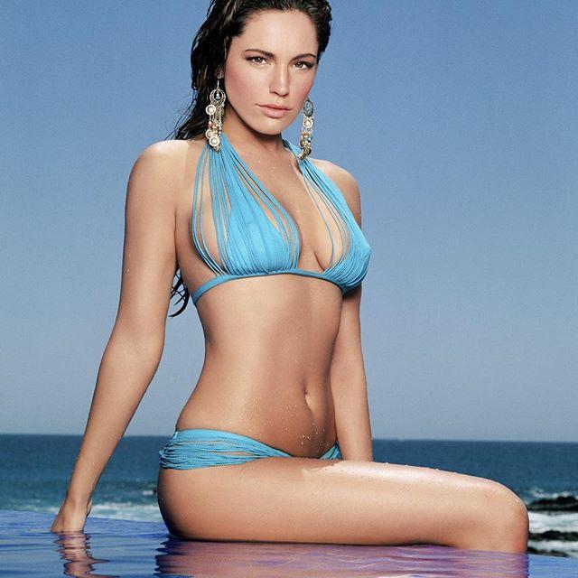 Kelly Brook #kellybrooksc #kellybrook #sexy #celebrity #hot #model #bikini #darkhair