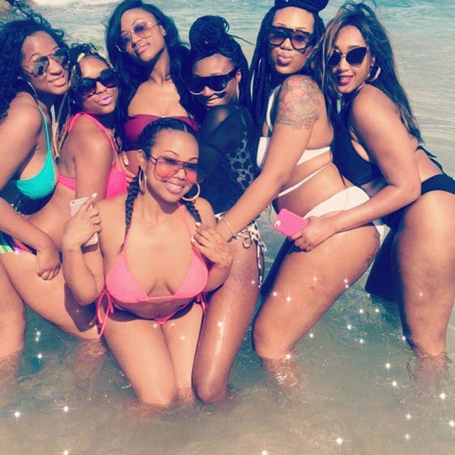 Beach Babes 🌺