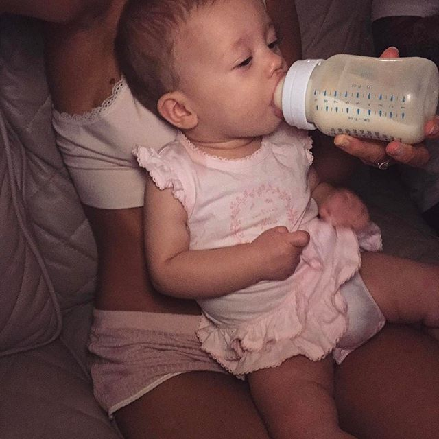 She's perfectly capable of holding her own bottle but she's being extra sassy tonight 💅🏼