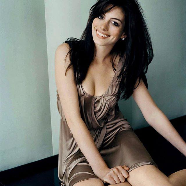 Anne Hathaway #annehathawaysc #annehathaway #sexy #celebrity #hot #actress #darkhair