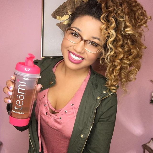 Handling finals like a BOSS 📚📝👓 eeerrrmm.. meaning I didn't shed a single tear today 😅😭thank sweet baby Jesus for my @teamiblends energy boost 🙌🏽 you can use my code 20DOLL for 20% off so you can even buy teami as a holiday gift! 🎁make sure you get a tumbler! I'm obsessed with my pink one 💗! #thankyouteami