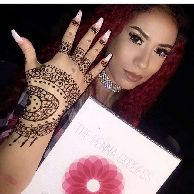 "Come Get Your Henna Done Today at ""Eradik Boutique"" from 3-9pm at 3105 FountainView Dr . @houstonmobilehenna will be In the building ."