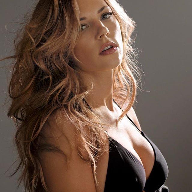 Katheryn Winnick #katherynwinnicksc #katherynwinnick #sexy #celebrity #hot #actress #bikini #blonde