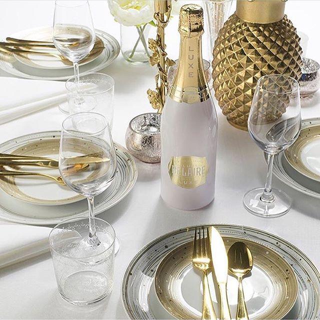 Table full of rich n!ggas