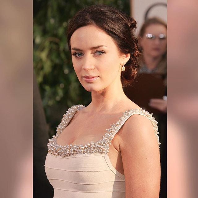 Emily Blunt #emilybluntsc #emilyblunt #sexy #celebrity #hot #actress #dress #brunette