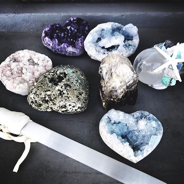 "As I fly to Dubai later tonight, a few of my favorite crystals will be here charging with the bright & full ""pink moon"" 💕🌚💙🕊🦋 Love love love 💫✨🌙"