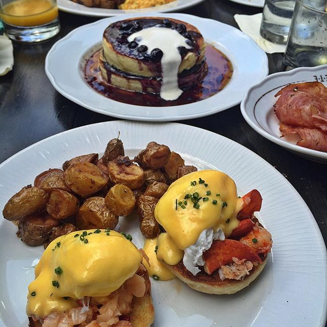 🤗 #LobsterBenedict🍇 #BlueberryPancakes 👌🏻 #Brunch 🍽