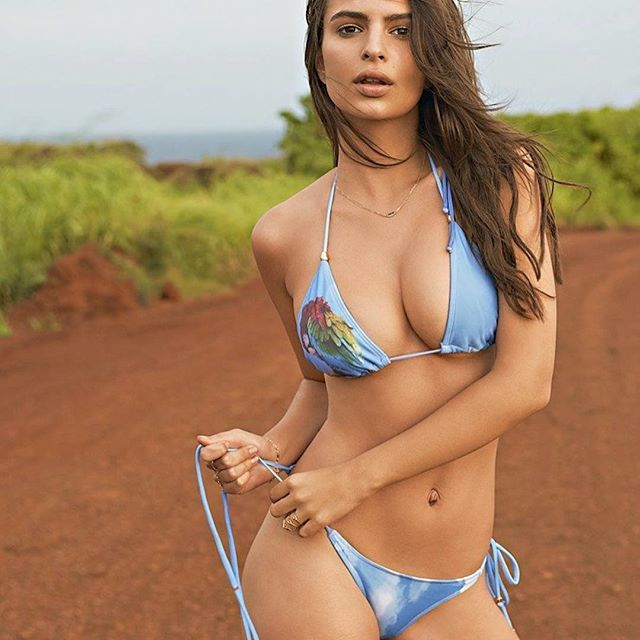 Emily Ratajkowski #emilyratajkowskisc #emilyratajkowski #sexy #celebrity #hot #model #actress #bikini