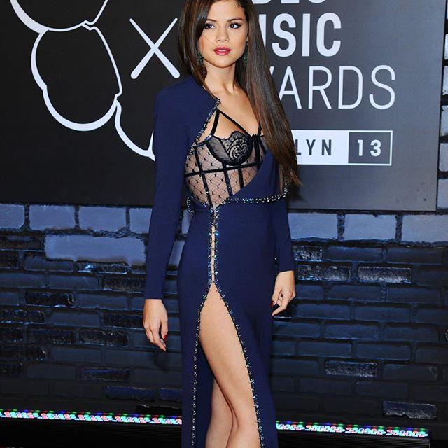 Selena Gomez #selenagomezsc #selenagomez #sexy #celebrity #hot #singer #dress #brunette