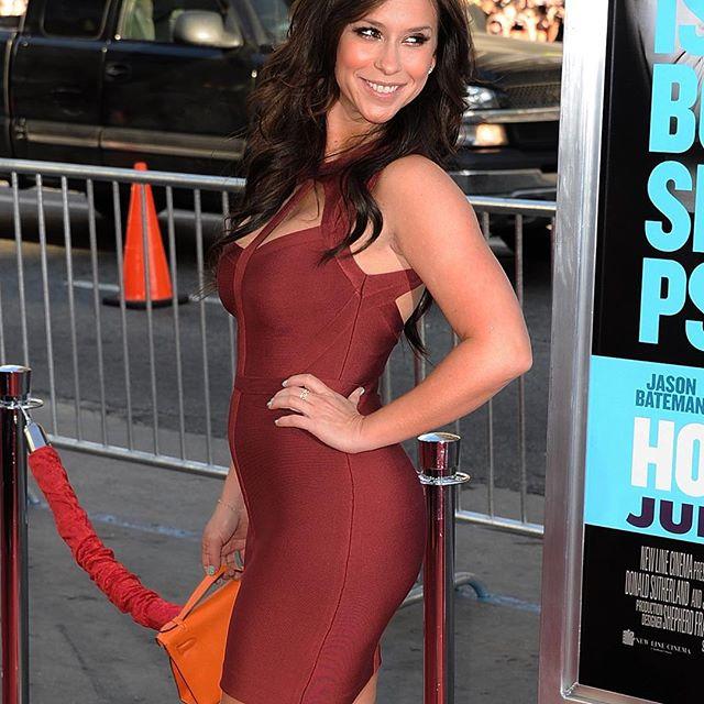 Jennifer Love Hewitt #jenniferlovehewittsc #jenniferlovehewitt #sexy #celebrity #hot #actress #beautiful #dress #brunette