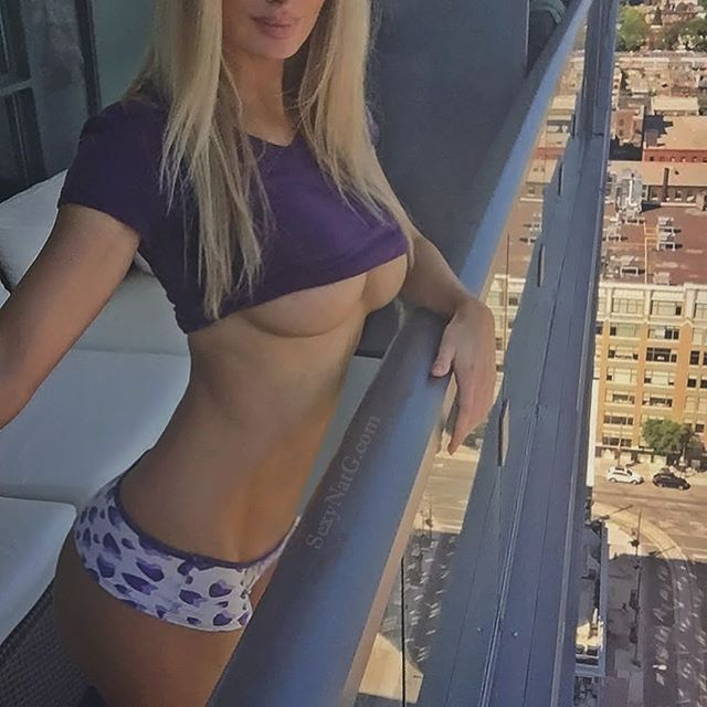 If you've been wondering who the half naked chick on the balcony is it's probably me 🙋🏼 #UnderBoob 💜